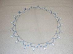 Cobre jarra em tule com pedraria azul - diametro 25 cm. <br>Pode ser confeccionado também em outras cores de pedraria a escolher.