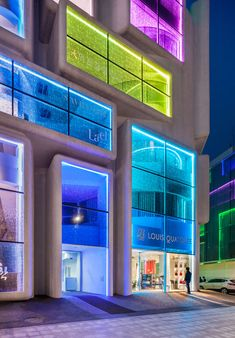 Lighting the Way: 5 Brilliant Buildings Transformed by Customized LEDs - Architizer Journal Architecture Design, Facade Design, Facade Architecture, Contemporary Architecture, Amazing Architecture, Exterior Design, Interior And Exterior, Classical Architecture, Facade Lighting