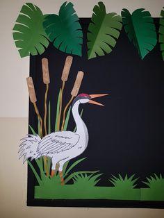 Notice board d Preschool Classroom Decor, Art Classroom, Preschool Crafts, Crafts For Kids, School Board Decoration, School Door Decorations, Art Bulletin Boards, Paper Art, Paper Crafts
