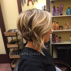 Purdy blonde bob on Sarah tonight!! Thank you friend :) toned with 08V, 09V and…