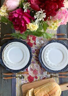 3 easy steps to set a beautiful French country summer table. Casual and eclectic-French country styl is easy to achieve with just a few key elements. French Table Setting, Country Table Settings, French Country Tables, Beautiful Table Settings, French Country Decorating, Place Settings, Country Style Homes, French Country Style, Summer Centerpieces