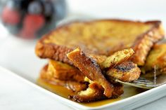 This classic French Toast Recipe is so delicious, easy to make and perfect for breakfast or brunch! Enjoy the BEST French toast in minutes with these tips! Crockpot French Toast, Oven Baked French Toast, Banana Bread French Toast, Savoury French Toast, French Toast Muffins, Baked French Toast Casserole, Pumpkin French Toast, French Toast Bake, Apfel French Toast