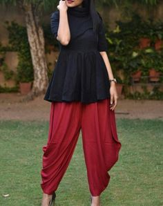 Dhoti dress with simple short kurti Indian Designer Outfits, Indian Outfits, Designer Dresses, Kurta Designs, Saree Blouse Designs, Chudidhar Designs, Mehndi Designs, Indian Gowns Dresses, Pakistani Dresses
