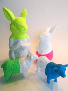 Neon dip-dyed animals by Signed With an Owl, plasti dip Party Animals, Animal Party, Plastic Animal Crafts, Plastic Animals, Plastic Dinosaurs, Diy For Kids, Crafts For Kids, Craft Projects, Projects To Try