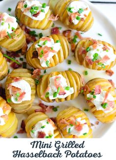 Put down the sunscreen and lather up these Mini Grilled Hasselback Potatoes instead. Buttery baby yellow potatoes get sliced and loaded with cheese, sour cream, and bacon bits. Have a favorite baked p (Baking Potato Hasselback) Potato Dishes, Potato Recipes, Mini Grill, Hasselback Potatoes, Potatoes Grill, Summer Bbq, Summer Picnic, Summer Time, Cooking Recipes
