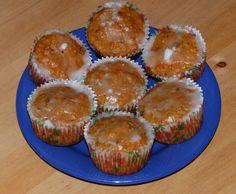 Vynikající dezert!!! Možno péct nejen jako muffiny, ale také třeba v kulaté či hranaté formě jako klasický koláč. Ingredience: 4 ks mrkve 1 malé jablko (není nutné) 1/2 hrnku rozinek 1/2 hrnku ořec… Gluten Free Carrot Muffins, Foods With Gluten, Carrots, Food And Drink, Healthy Recipes, Breakfast, Sweet, Desserts, Glutenfree