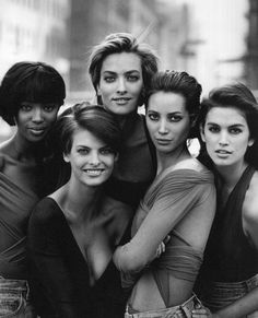 Naomi Campbell, Linda Evangelista, Tatjana Patitz, Christy Turlington and Cindy Crawford by Peter Lindbergh for Vogue (UK) January I was so in love with the original SUPERMODELS! Vogue Covers, Vogue Magazine Covers, Peter Lindbergh, Vogue Uk, Christy Turlington, Cindy Crawford, Tatjana Patitz, Top Models, Baby Models