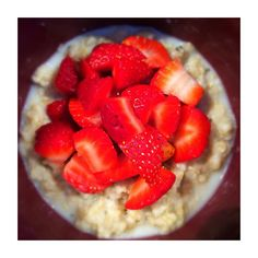 the most simple yet delicious #breakfast  What's inside? Half serving of organic oats a dash of salt for taste a pinch of chia seeds (the best) 4 strawberries cut small drizzled with agave. #thatsall  fix fam- 1/2  1  1/4  by chrissyflori