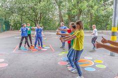 Čarovné detské ihriská plné hier. Inšpirujte sa aj vy!   eduworld.sk Playground, Art For Kids, Basketball Court, Sports, Games, Paint Games, Kid Games, Cooperative Games, Traditional Games