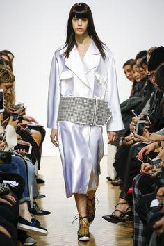 J.W.Anderson Fall 2016 Ready-to-Wear Fashion Show - Mayka Merino