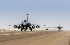 Chammal : retour de Rafale d'une mission de reconnaissance armée. Le 30 mai 2015, à 12h15, heure locale, sous 42°C et après 6 heures de vol, les Rafale engagés dans l'opération Chammal sont rentrés à la base. Les Rafale sont revenus d'une mission de reconnaissance armée, durant laquelle la patrouille a soutenu les troupes irakiennes au sol dans leur lutte contre les forces terroristes de Daech. En opération au-dessus de la zone de Mossoul, les deux avions s'étaient vus assignés des objectifs…
