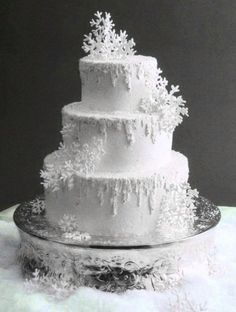 Snowflake Winter Wedding  Keywords:  #weddingcakes #whitethemedweddingcake #jevelweddingplanning Follow Us: www.jevelweddingplanning.com  www.facebook.com/jevelweddingplanning/