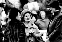 Diana taling with the Queen Mother & Princess Margaret in 1981