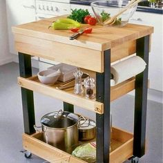 Wooden Pallet Furniture Kitchen Island From wooden Pallet - Pallets are wooden platforms used in warehouses and factories to store or move materials and often offer a solution to furniture raw material economically Portable Kitchen Island, Kitchen Island On Wheels, Small Kitchen Tables, Small Space Kitchen, Kitchen Cart, Diy Kitchen, Kitchen Decor, Kitchen Islands, Small Spaces