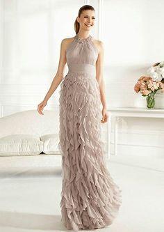 Hoy te voy a mostrar los preciosos vestidos para invitadas de la precolección 2013 de Pronovias.  Déjate seducir por los vestidos vaporosos y ultra femeninos que Pronovias tiene en su nueva precolección para tí.