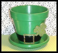 "Patrick's Day Flower Pot and Saucer - Irish Hat Planter - ""Charmin' Chapeau"" Sant Patrick, St Patricks Day Quotes, Irish Hat, St Patrick's Day Crafts, Terracotta Flower Pots, Painted Clay Pots, St Patrick's Day Decorations, Clay Pot Crafts, St Pats"