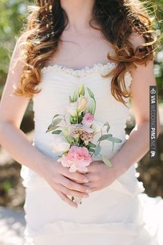 simple bridesmaid bouquet by Taylormade Floral and Event Decor | VIA #WEDDINGPINS.NET
