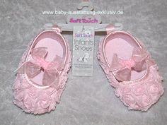 Ballerina Schuhe mit Chiffonrosen und Satinschleife - Weiche Flower Baby-Schuhe in 3 Größen für Babys von 0-12 Monate - Baby-Ausstattung-Exklusiv