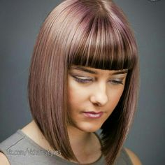 Short layered bob hairstyles are one style that is unique and interesting to you applies. Bob hairstyle is a very popular hairstyle for women. Short Layered Haircuts, Layered Bob Hairstyles, Hairstyles With Bangs, Medium Hair Styles, Short Hair Styles, Head Band, Bob Haircut With Bangs, Long Hair Cuts, Vintage Hairstyles