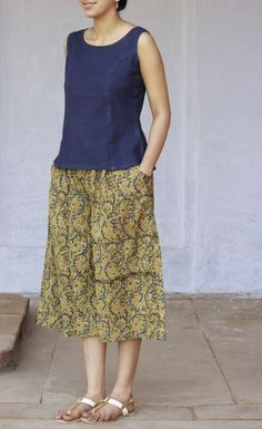 kalamkari culottes Kurti Neck Designs, Kurta Designs Women, Kurti Designs Party Wear, Blouse Designs, Stylish Dresses, Simple Dresses, Nice Dresses, Skirt Fashion, Fashion Dresses