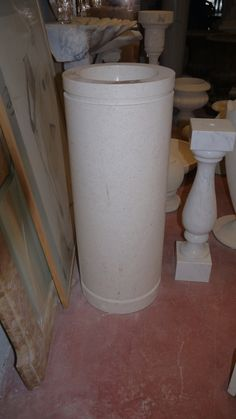 Acquasantiere in marmo - http://achillegrassi.dev.telemar.net/project/acquasantiere-marmo/ - Acquasantiera in Marmo Veseyle lucido Dimensioni: – 35cmx 35cm x 90cm