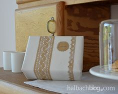 Spitze mal anders: als Negativabdruck - DIY, selber machen, Crafts, Spitze, Lace, gift wrapping, craftpaper
