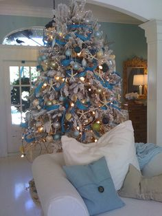 Christmas is tropical Florida.  instead of your regular red and green, this tree is turquoise gold and white. using shells and starfish to accent it... its just grand...... via:houzz.com