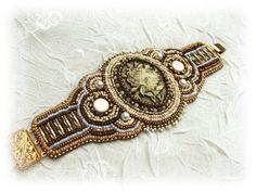 Gorgeous bead embroidery here.  via bekatajewels