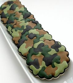 How to Make Camouflage Print Cookies ~ Recipe and How To's. Included pictures for pink camouflage cookies as well. Camo Cookies, Fancy Cookies, Royal Icing Cookies, Cupcake Cookies, Camo Cupcakes, Birthday Cookies, Chocolate Cupcakes, Camo Birthday Party, Camo Party