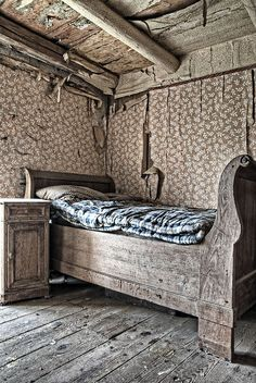 Forgotten Farm House Bed...oooooh, i would really enjoy getting my hands on this bed and side table! Beautiful!!!