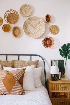 If you love the look of a boho bedroom like this one by check out a bohemian bedroom decor shopping guide on Of Houses and Trees - featuring eco-conscious items from ethical marketplace Made Trade. Bohemian Bedroom Decor, Boho Room, Wall Decor Boho, Bohemian Interior, Bedroom Inspo, Bedroom Inspiration, Bedroom Ideas, Spanish Bedroom, Baskets On Wall