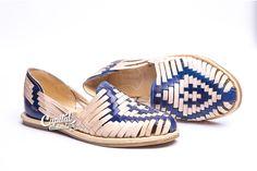 Zapato nuevos clásicos. Elaborado a mano con auténtica piel por artesanos mexicanos. Visita el sitio para más información.
