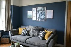 Create a Cool Picture Wall for Your Home with Desenio Would you like to make a cool picture wall in your home, but need ideas and inspiration? Check out our gallery wall design using prints from Desenio: Mustard Living Rooms, Grey And Yellow Living Room, Navy Living Rooms, Blue Living Room Decor, Living Room Color Schemes, Living Room Colors, Living Room Grey, Home Living Room, Living Room Designs