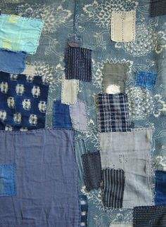 The old mended curtain looks like a genuine patchwork. Japanese Quilt Patterns, Japanese Quilts, Japanese Sewing, Japanese Textiles, Textile Recycling, Boro Stitching, Make Do And Mend, Indigo Colour, Weaving Textiles