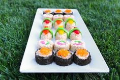 In case you're in the mood for sushi tonight… for dessert. Find dessert sushi and learn what candies these really are HERE at Project Denneler. Dessert Sushi, Sushi Cake, Sushi Party, Kid Sushi, Dinner Dessert, Luau Party, Rice Crispy Treats, Krispie Treats, Rice Krispies