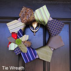 Got any old ties? Well make a tie wreath! Tie Crafts, Sewing Crafts, Diy And Crafts, Quick Crafts, Homemade Crafts, Craft Tutorials, Craft Projects, Projects To Try, Craft Ideas