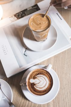 Aesthetic Coffee, Autumn Aesthetic, Coffee Is Life, Coffee Love, Coffee Drinks, Coffee Cups, Almond Milk Coffee, Coffee Addiction, Coffee Photography