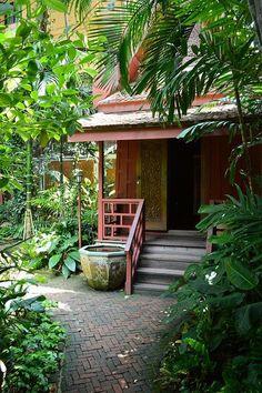 Jim Thomsons House and Garden, Bangkok, Thailand - Garden Deko Tropical Garden Design, Tropical Backyard, Tropical Landscaping, Tropical Houses, Tropical Gardens, Backyard Patio, Balinese Garden, Asian Garden, Dream Garden