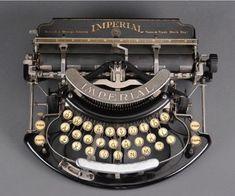 Fab Five Friday Finds: Vintage New Orleans Vintage Love, Retro Vintage, Vintage Items, Underwood Typewriter, Writing Machine, Fab Five, Antique Typewriter, Decoration Inspiration, Style Inspiration