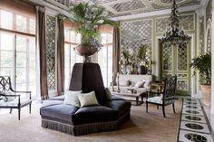 Известный парижский дизайнер и декоратор Жан-Луи Денио построил дом в индийской столице Нью-Дели. В результате получилась смесь французского и индийского дизайна.