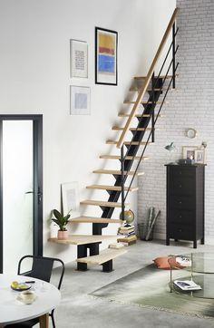 La solution idéale pour gagner de la profondeur et de l'espace dans un petit espace : un escalier dans un style épuré. #lapeyre #lesavoirbienfaire #madeinfrance #home #instahome #escalier