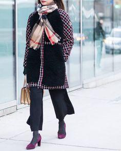 Streets of Toronto. King and John Street. Feb 17  by #chrissmart  www.csmartfx.com  #streetstyle #street #style #fashion #streetfashion #torontofashion #instafashion #streetwear #toronto #moda #mode #chic #streetchic #instastyle #ootd #dailylook #picoftheday #nofilter #chrissmart #beauty #the6ix
