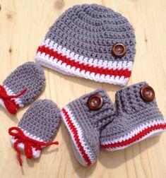Baby crochet kit bootieshat and mittens whit by CreArtTextiles Crochet Booties Pattern, Crochet Baby Mittens, Crochet Baby Boy Hat, Easy Crochet Hat, Crochet Baby Sandals, Crochet Socks, Crochet For Boys, Newborn Crochet, Baby Knitting