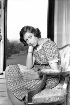 Queen Elizabeth through the years. Young photos of the queen and her family starting from 1927: