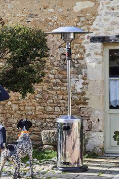 Le parasol chauffant, c'est la solution pour profiter plus longuement de son extérieur, notamment lors des longues soirées d'été.  #castorama #inspiration #decoration #ideedeco #tendancedeco #jardin #exterieur #amenagement #salondejardin #parasolchauffant #plantes #vegetal #terrasse
