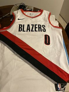 Nike Damian Lillard Portland Trail Blazers NBA Boys Youth 8-20 Player Name /& Number Dri-Fit T-Shirt Black