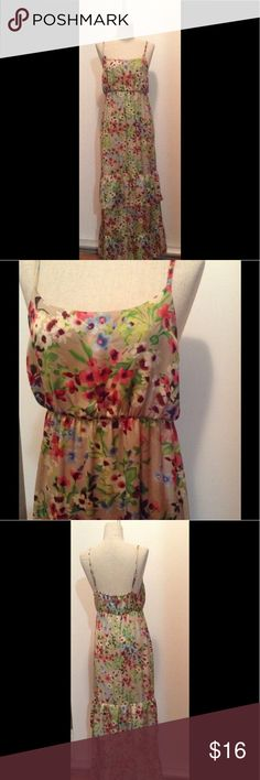 Old Navy M boho floral print tiered maxi dress Adjustable str floral print tiered ruffle maxi dress. Elasticized empire waist. Size M Old Navy Dresses Maxi