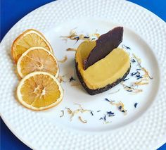 Un ottimo dolce per festeggiare l´arrivo del weekend: Torta di arancia, carruba e mandorle. Enjoy! #ecruroma