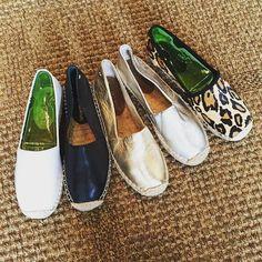 2017 Soludos Dame Giraffe Smoking Slippers In Natural | Dame