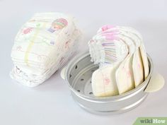 How to Make a Motorcycle Diaper Cake. Be the hit of your next baby shower and design a crafty motorcycle diaper cake for the mother-to-be. Ideal for a motorcycle enthusiast or just for someone who likes cute things, this craft doesn't. Baby Diaper Motorcycle, Baby Shower Motorcycle, Baby Bike, Diaper Cakes Tutorial, Diy Diaper Cake, Nappy Cakes, Baby Shower Baskets, Baby Shower Diapers, Pamper Cake